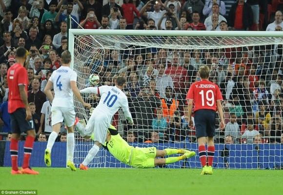 """Chùm ảnh: Rooney lập công """"rửa"""" băng đội trưởng Tam Sư ảnh 6"""