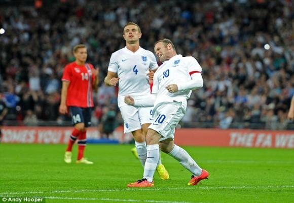 """Chùm ảnh: Rooney lập công """"rửa"""" băng đội trưởng Tam Sư ảnh 7"""