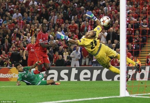 Balotelli ăn mừng như đứa trẻ sau pha lập công đầu tiên cho Liverpool ảnh 1