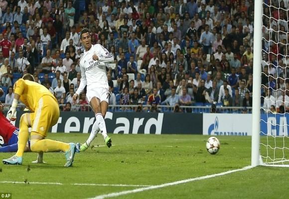 """CR7 vượt mặt Messi trong danh sách """"dội bom"""" ở Champions League ảnh 1"""