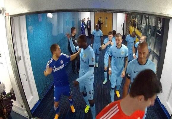 """Lộ clip sao Man City và Chelsea """"tẩn"""" nhau trong đường hầm ảnh 1"""