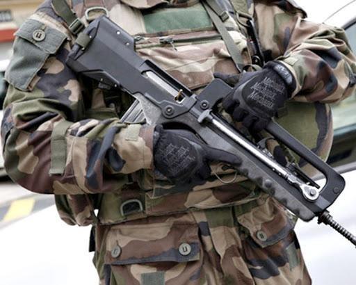 [ẢNH] Biểu tượng Famas của binh lính Pháp bị thay thế ảnh 14