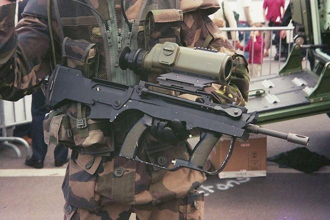 [ẢNH] Biểu tượng Famas của binh lính Pháp bị thay thế ảnh 19