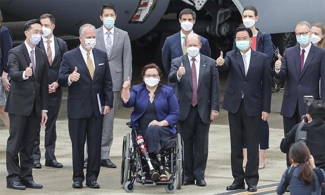 """[Info] """"Quái vật bầu trời"""" C-17 Mỹ hạ cánh xuống đảo Đài Loan ảnh 2"""