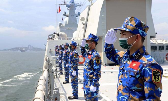 [Info] Chiến hạm mạnh nhất của Việt Nam cập cảng Nga ảnh 1