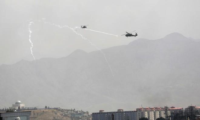 [Info] Trực thăng Mỹ quần thảo trên đại sứ quán trong lúc Taliban tiến vào thủ đô Kabul ảnh 2