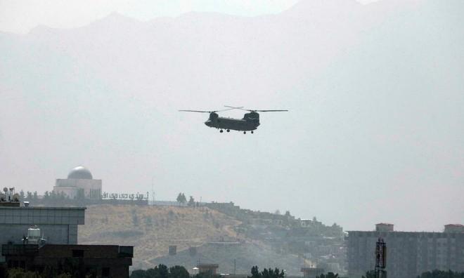 [Info] Trực thăng Mỹ quần thảo trên đại sứ quán trong lúc Taliban tiến vào thủ đô Kabul ảnh 1