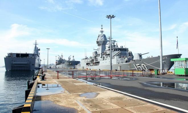 [Info] Chiến hạm cực mạnh của Australia vừa cập cảng Cam Ranh ảnh 1