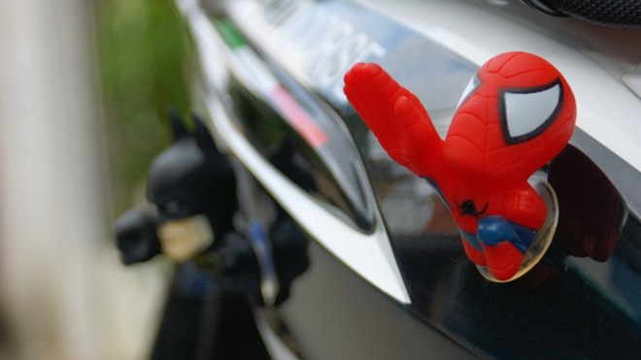 """Rộ mốt treo """"người dơi, người nhện"""" lên xe máy ảnh 2"""