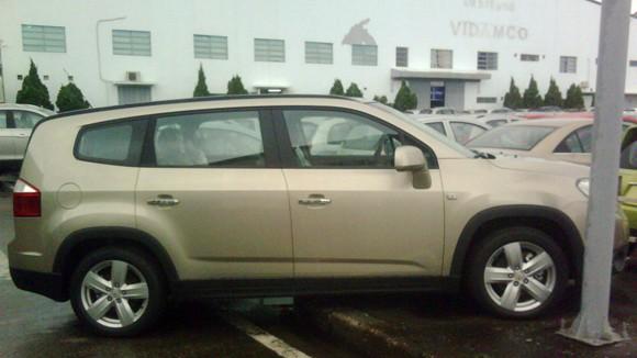 Lộ ảnh Chevrolet Captiva và Orlando MPV 2011 tại VN ảnh 6