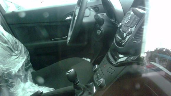 Lộ ảnh Chevrolet Captiva và Orlando MPV 2011 tại VN ảnh 9