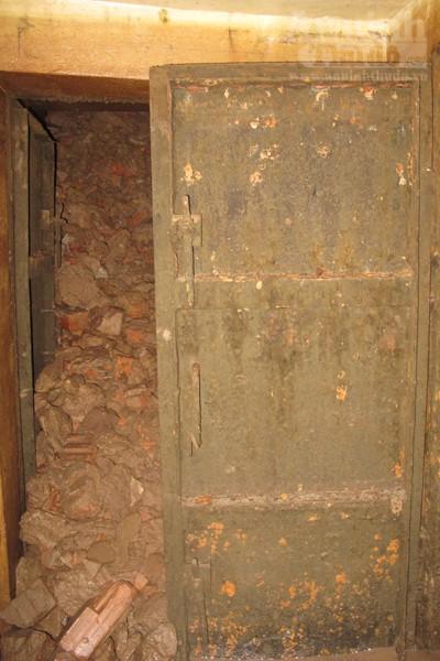 Chui vào từng ngõ ngách căn hầm dưới KS Metropole Hà Nội ảnh 15