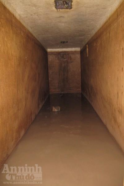 Chui vào từng ngõ ngách căn hầm dưới KS Metropole Hà Nội ảnh 9