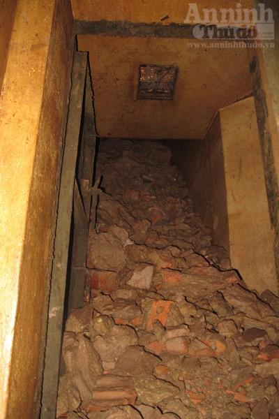 Chui vào từng ngõ ngách căn hầm dưới KS Metropole Hà Nội ảnh 14