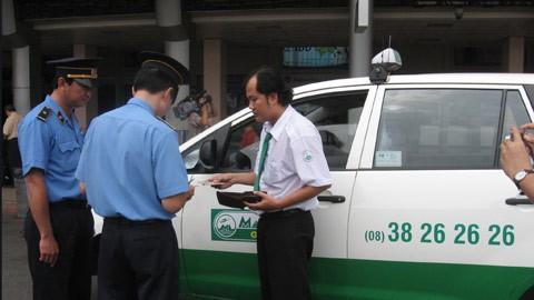 """Hàng loạt doanh nghiệp taxi sắp bị """"sờ gáy"""" ảnh 1"""