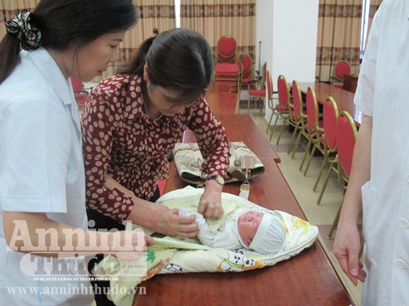 Bé 2 ngày tuổi bị bắt cóc ở bệnh viện đã an toàn trong vòng tay mẹ ảnh 10