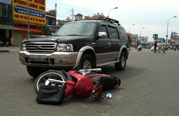 Ôtô đâm làm 5 học sinh bị thương nặng ảnh 1