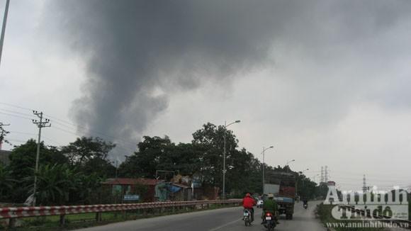 Cháy lớn một xưởng sản xuất đệm mút ở Thường Tín ảnh 2