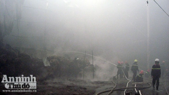 Cháy lớn một xưởng sản xuất đệm mút ở Thường Tín ảnh 4