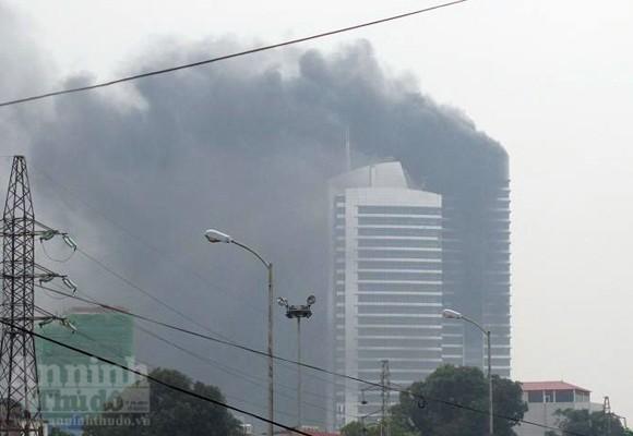 """Cháy lớn tại """"Trung tâm điều hành & Thông tin viễn thông"""" Điện lực VN ảnh 1"""