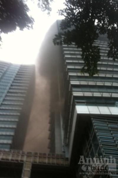 """Cháy lớn tại """"Trung tâm điều hành & Thông tin viễn thông"""" Điện lực VN ảnh 4"""