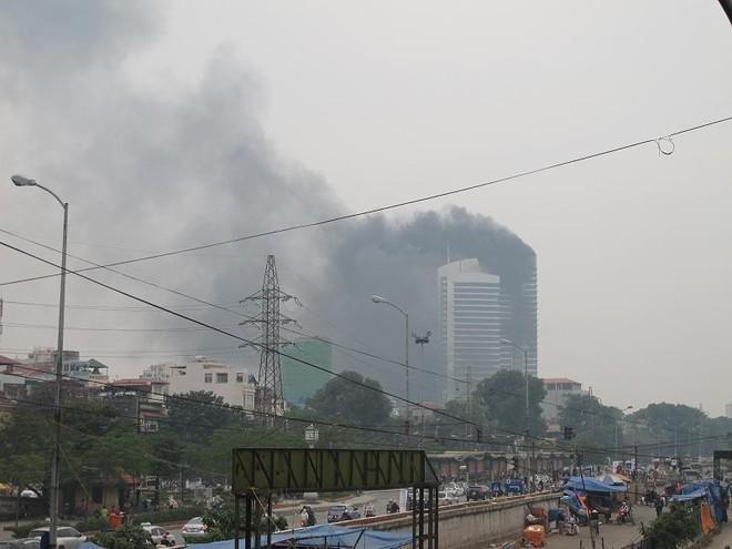 """Cháy lớn tại """"Trung tâm điều hành & Thông tin viễn thông"""" Điện lực VN ảnh 2"""