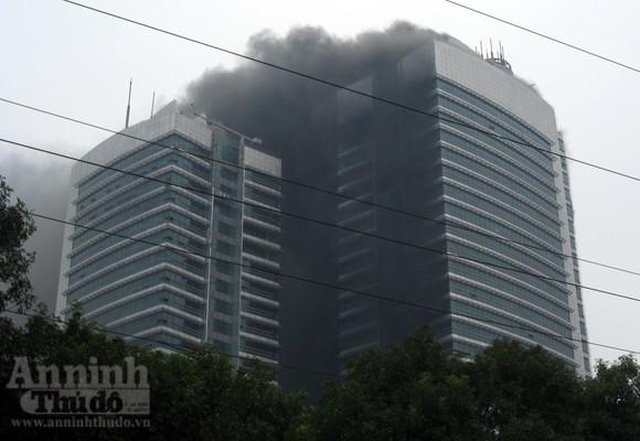 Những hình ảnh đáng sợ về vụ cháy nhà 33 tầng của Điện lực Việt Nam ảnh 2