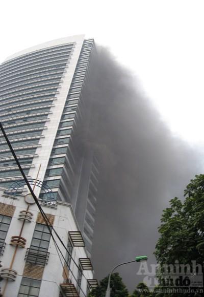 Những hình ảnh đáng sợ về vụ cháy nhà 33 tầng của Điện lực Việt Nam ảnh 4