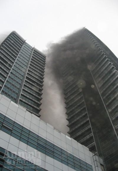 Những hình ảnh đáng sợ về vụ cháy nhà 33 tầng của Điện lực Việt Nam ảnh 13
