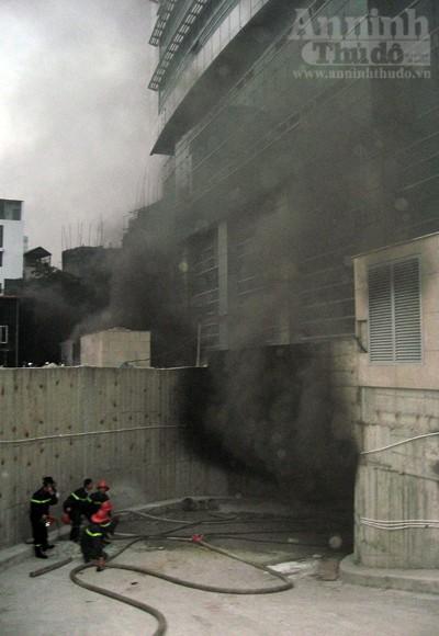 Những hình ảnh đáng sợ về vụ cháy nhà 33 tầng của Điện lực Việt Nam ảnh 6
