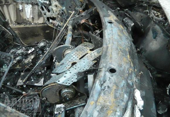 Mercedes E300 hóa tro tàn trên phố Nguyễn Xiển ảnh 4