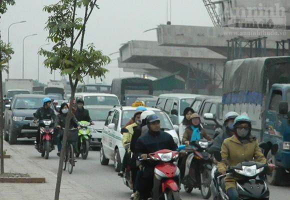 Mercedes E300 hóa tro tàn trên phố Nguyễn Xiển ảnh 5