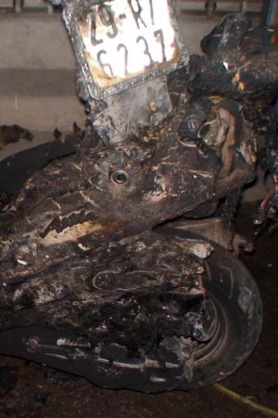 Xe Attila cháy dữ dội trên cầu Định Công ảnh 3