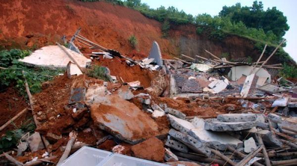 Sập đất tại Lai Châu khiến hai công nhân tử vong ảnh 1
