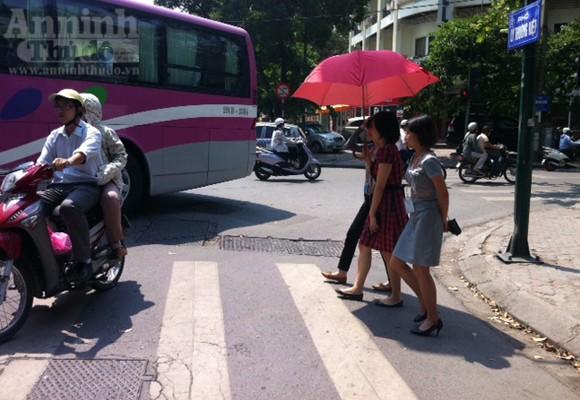 """Chùm ảnh: """"Nin-ja"""" trên phố phường Hà Nội ảnh 2"""