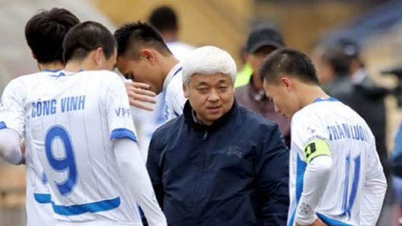 CLB bóng đá Hà Nội lâm nguy, liệu bầu Kiên có vững tay chèo?