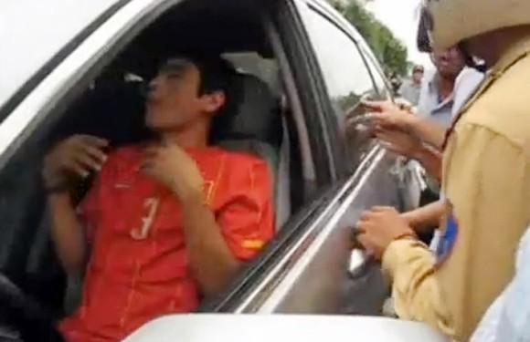 CĐV SLNA phẫn nộ với Huy Hoàng sau nghi án thuốc lắc ảnh 3
