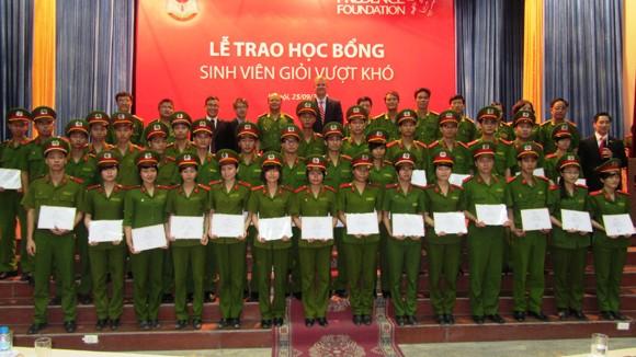 45 SV của Học viện CSND, nhận học bổng từ quỹ Prudence VN ảnh 1