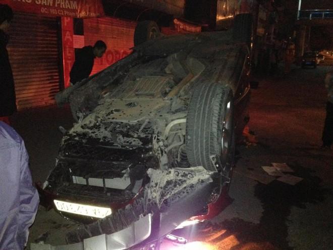 HN: BMW X6 rụng bánh giữa phố Phạm Ngọc Thạch ảnh 2