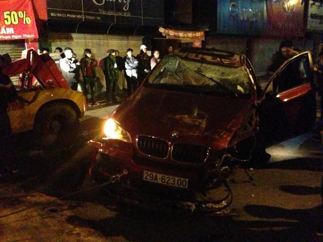 HN: BMW X6 rụng bánh giữa phố Phạm Ngọc Thạch ảnh 3