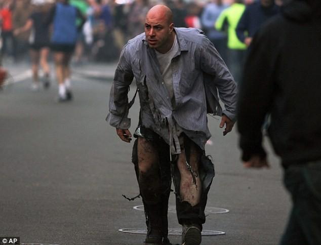 Khủng bố đẫm máu tại giải marathon Boston, 130 người thương vong ảnh 4