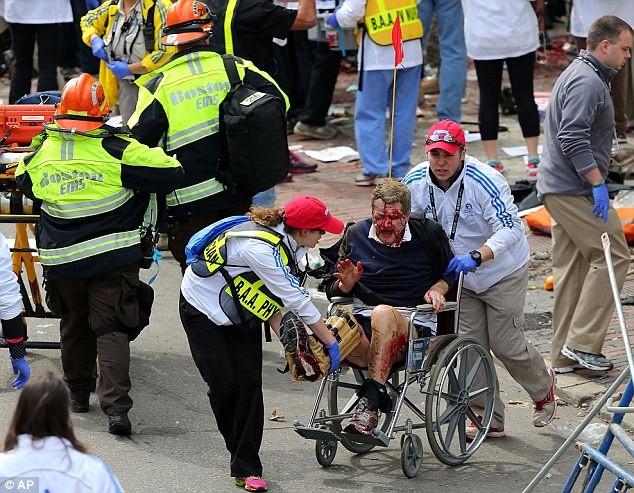 Khủng bố đẫm máu tại giải marathon Boston, 130 người thương vong ảnh 5