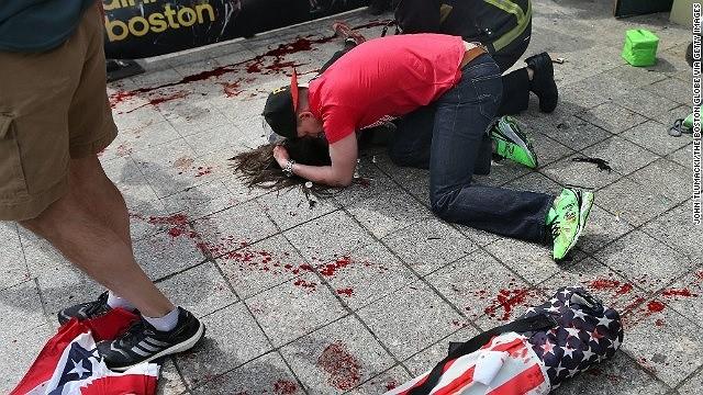 Khủng bố đẫm máu tại giải marathon Boston, 130 người thương vong ảnh 6