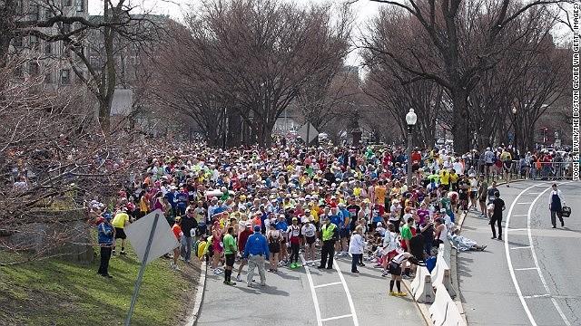 Khủng bố đẫm máu tại giải marathon Boston, 130 người thương vong ảnh 12