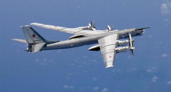 3 tiêm kích Nhật bám theo 2 máy bay ném bom Nga hơn 7 tiếng ảnh 1