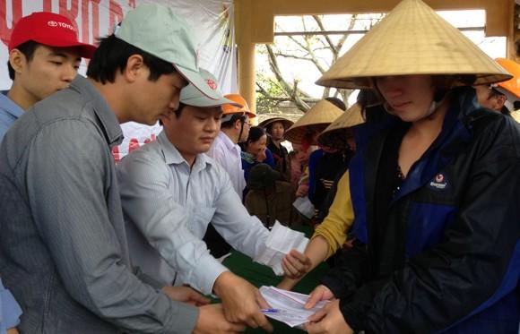 Toyota Việt Nam hỗ trợ đồng bào miền Trung bị bão lũ ảnh 3