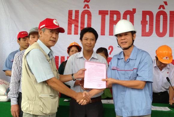 Toyota Việt Nam hỗ trợ đồng bào miền Trung bị bão lũ ảnh 2