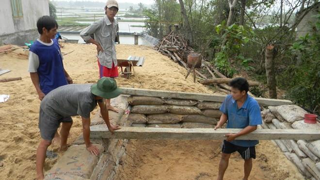 Dân đào hầm, quân đội đưa xe lội nước vào đối phó siêu bão Hải Yến ảnh 3
