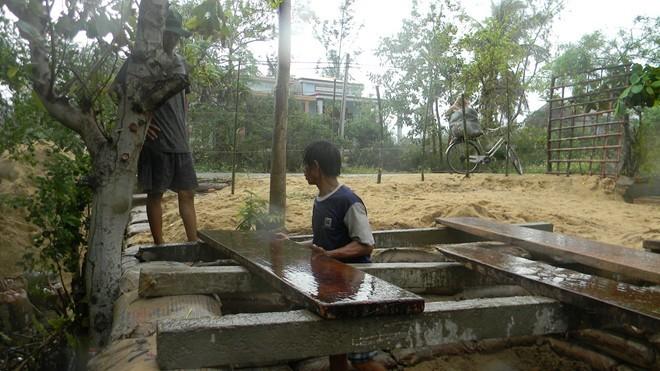Dân đào hầm, quân đội đưa xe lội nước vào đối phó siêu bão Hải Yến ảnh 4