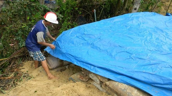 Dân đào hầm, quân đội đưa xe lội nước vào đối phó siêu bão Hải Yến ảnh 6